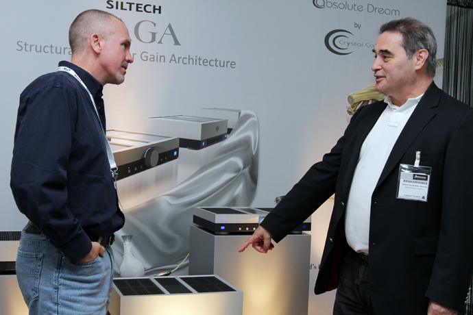 Jeff talking about amplifiers with Siltech's Edwin van der Kley
